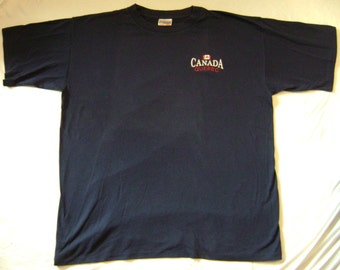 Canada Quebec Embroidered T-Shirt XL by the Cityscape Souvenir Shirt