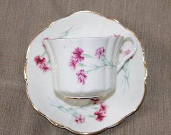 Vintage Bone China Made in England 22 kt Gold Marlborough, Tea Cup and Saucer Flower Design, Collectible, Home Decoration Elegant  Beautiful
