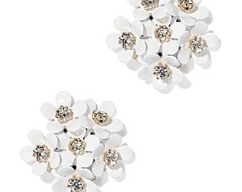 White daisy earrings, flower earrings, bridesmaid earrings, bride earrings, wedding earrings, stud earrings, daisy flower earrings,