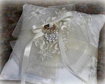 Wedding ring pillow - Wedding ring bearer - Ring pillow bearer - Silk ring pillow- Flower Ring Pillow