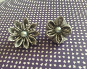 Silver flower lapel pins