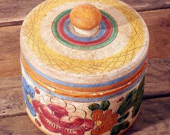Beautiful Handmade Deruta Italian Ceramic Art Pottery box. Hand Painted Box  Signed, Excellent Vintage Condition. Stash Jewelry Trinket box