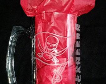 Tampa Bay Buccaneers Sand Carved Glass Sport Mug