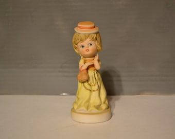 Quaint / girl figurine / DaVar / Taiwan / girl / figurine / dress / hat / purse / knick knack / collectible / lady / porcelain / bustle