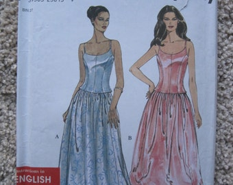 UNCUT Misses Top and Skirt - Size 6 to 16 - Simplicity Sewing Pattern 9015