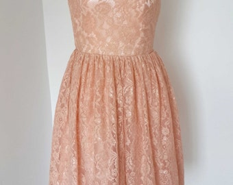 2015 Scoop Sweetheart Lace Short Bridesmaid Dress with Back Buttons