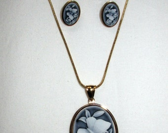 Ladies Vintage Floral Cameo Necklace Pendant Jewellery Set 14k Gold Plated Studs