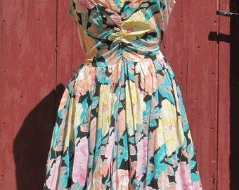 SALE 1970s does 1950 s floral tiered Dress