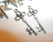 Fancy Skeleton Key Charm Pendant Silver Tone For Jewelry Supplies Findings 26mm 18 Pieces