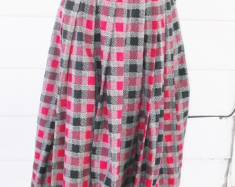 1950s Vintage Black & Red Plaid Cotton Skirt 24 Inch Waist XXS