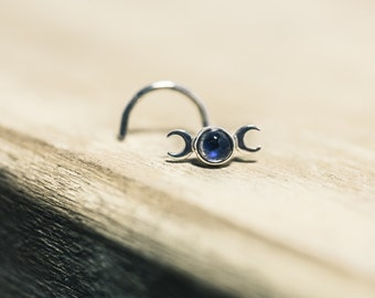 Mystic Moon Phase Nose Stud Featuring a Labradorite with a Stunning Flash (3mm Cabochon)