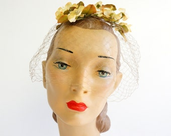 REDUCED Vintage 1950s Netting Veil Fascinator Hat / Silk Flowers Ribbon Accent / Bridesmaid Garden Wedding