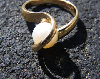 Infinity engagement 14k Pearl Ring - vintage - minimalist- SALE
