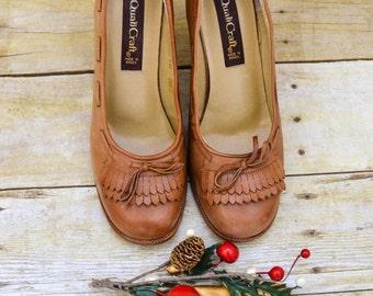 Vintage Camel Oxford, Stacked Wooden Heeled Fringe Detailing, Size 7B, Qualicraft, 70s Schoolgirl Shoes