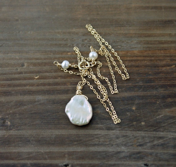 White Keishi Pearl Necklace on 14k Gold Filled, Fresh Water Pearl Necklace, Pearl Solitair, Chic Necklace