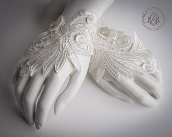 Fingerless gloves / Ivory white / Wedding gloves / Venise lace / Tribal Fusion / Embroidered / Bridal gloves / Hand jewelry / Gothic lolita