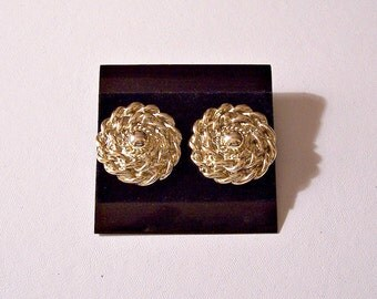 Twisted Rope Button Pierced Earrings Gold Tone Vintage Round Center Top Bead Swirl Weaved Ribbed Discs