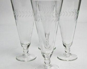 Pilsner Glasses Anchor Hocking Vintage Etched Laurel Pattern / Set of Eight Beer Glasses / Barware Bar Decor Bar Glasses