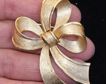 Trifari signed Bow Pin Vintage Wear
