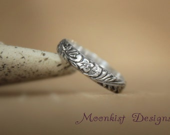 Narrow Flower and Leaf Pattern Wedding Band in Sterling - Silver Floral Bridal Band - Woodland Anniversary Band - Flower Promise Ring