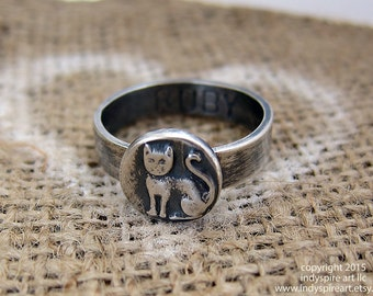 Cat Memorial Ring. Personalized with Inscription.