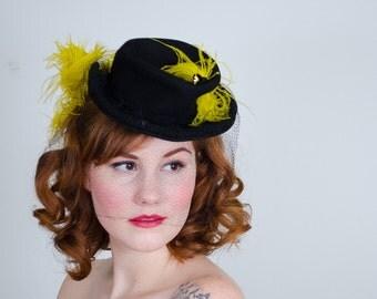 1940s vintage hat / tilt hat / Canary