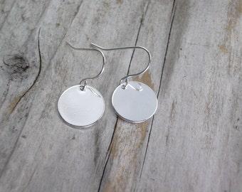 silver disc earrings, simple drop earring, bridesmaids earrings, wedding jewelry, bridal gifts, minimalist light weight earrings