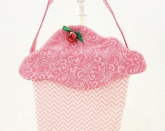 little girls purse cloth cupcake purse fabric gift bag cloth goodie bag Easter basket May Day party favor CC243