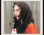 Mantilla EVM8 - Eternity Veil Headcovering - The Infinity Scarf Mantilla Veil Original, in Black with Venice Lace Trim