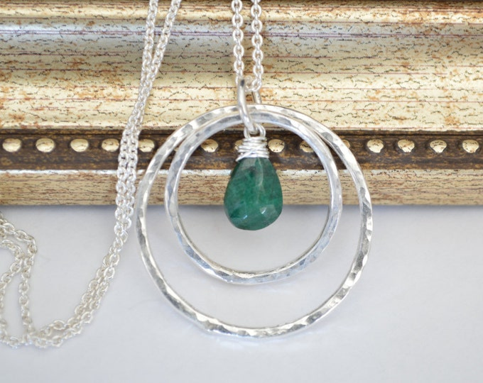 May birthstone necklace, Emerald Necklace, Hammered silver necklace, Birthstone jewelry, Mom birthstone, Silver Jewerly, Handmade necklace