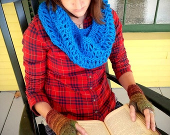 Ready to Ship! - Chunky Knit Dropstitch Alpaca Cowl in Electric Blue
