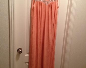 Vintage Women's Peachy nightgown