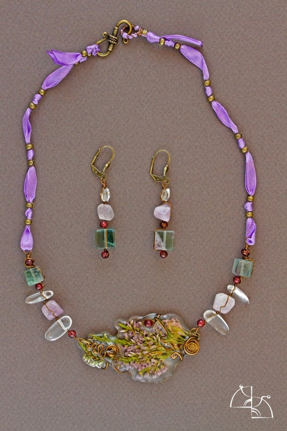 A moment of summer. Jewelry Set. Floral necklace and earrings.