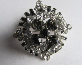 VINTAGE Layered Smoke Rounds and Baguets Clear RHINESTONE Prong Set Brooch -Stunning d1