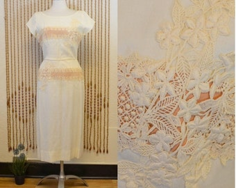 1960s Vintage Cream and Mauve Pink Ferman O'Grady Wiggle Dress With Lace Trim