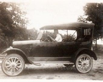 Vintage Snapshot Photo ~ old car ~ beep beep!