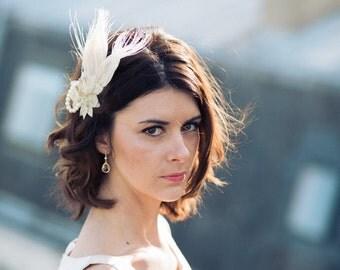 Fascinator Mimosa - wedding hair accessory - feathers - Swarvoski pearls - comb - Sautoir et  Poudrier