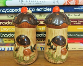 Retro Arnel's Pottery Company Mushroom Salt and Pepper Shakers Made in USA, Dining & Serving Set, Whimsical, Fairytale