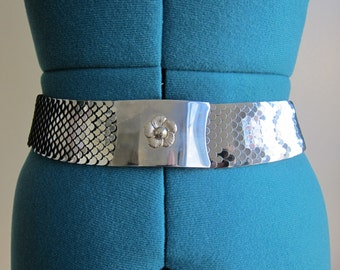 Vintage 70s Silver Metal Fish Scale Stretch Belt With Flower Accent Buckle - XS/S, Space Age, Mod, Studio 54, Glam, Futuristic Accessory