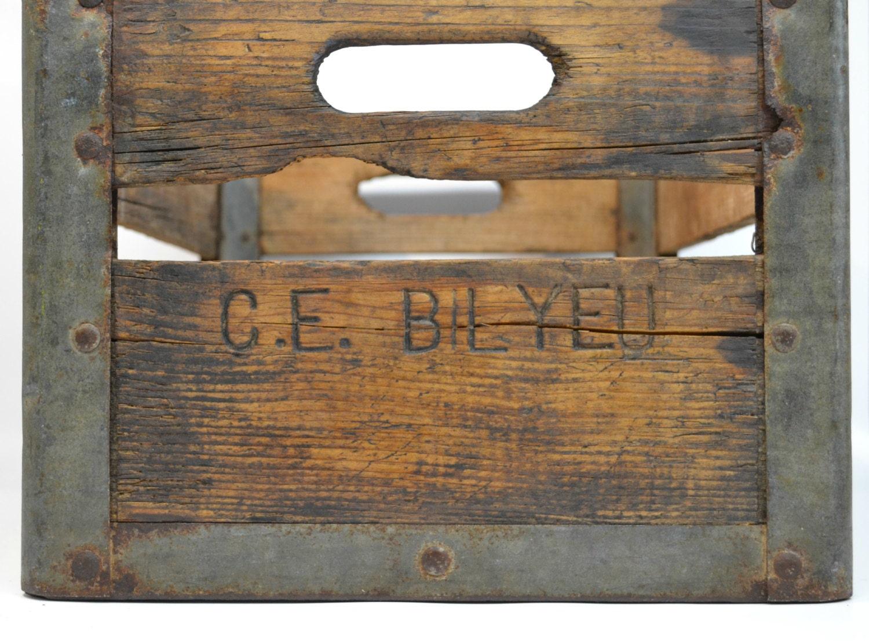 Vintage antique wood milk crate c e bilyeu farmhouse for Minimalist country decor