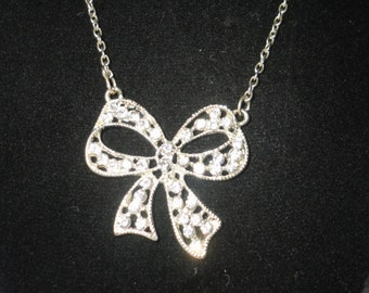 Vintage Silver Tone Bow Crystal Pendant*****.
