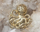 Vintage Danecraft Gold Metal Octopus Brooch / 1980s Danecraft Gold Color Octopus Pin / Steampunk Octopus Pin / Free Shipping