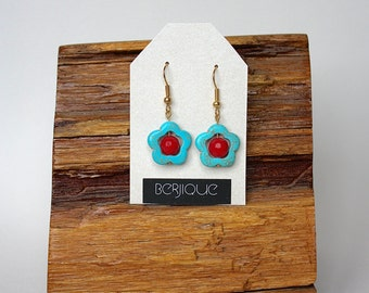 Earrings turquoise howlite and facetted red jade flower earrings in gold, casual earrings, Summer, blue and white