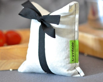 Small reusable bag in organic cotton & cotton black ribbon