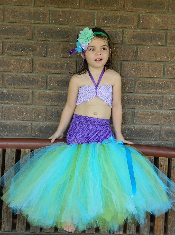 Put a girly twist on the classic skeleton costume with our Skeleton Tutu Dress! Girls' skeleton dress brings to life your little girl's sugar skull costume.