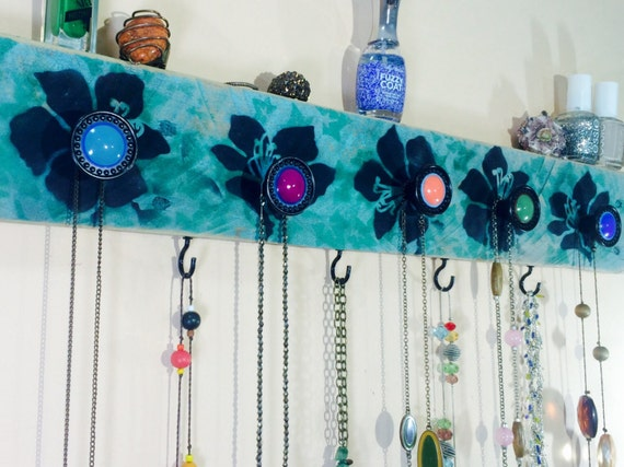 Pallet wood jewelry wall storage organizer Necklace holder/ reclaimed wood wall hanging rack stenciled lillies 4 hooks, 5 hand-painted knobs