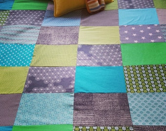 Hot and fresh green/blue blanket/bedspread/quilt/plaid (1, 40x1, 70 m) with soft fleece back.