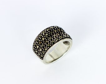Shiny Marcasite Band Hollywood Ring with Wide Sterling Silver Band // Size: 8