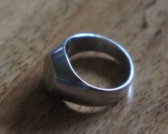 Vintage Ring 925 Sterling Silver  Stamping Ring  Signed  Size -5 X-027