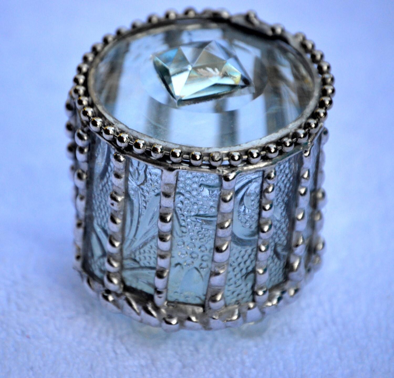 Round Embossed Glass Engagement Ring Box Jewelry Box